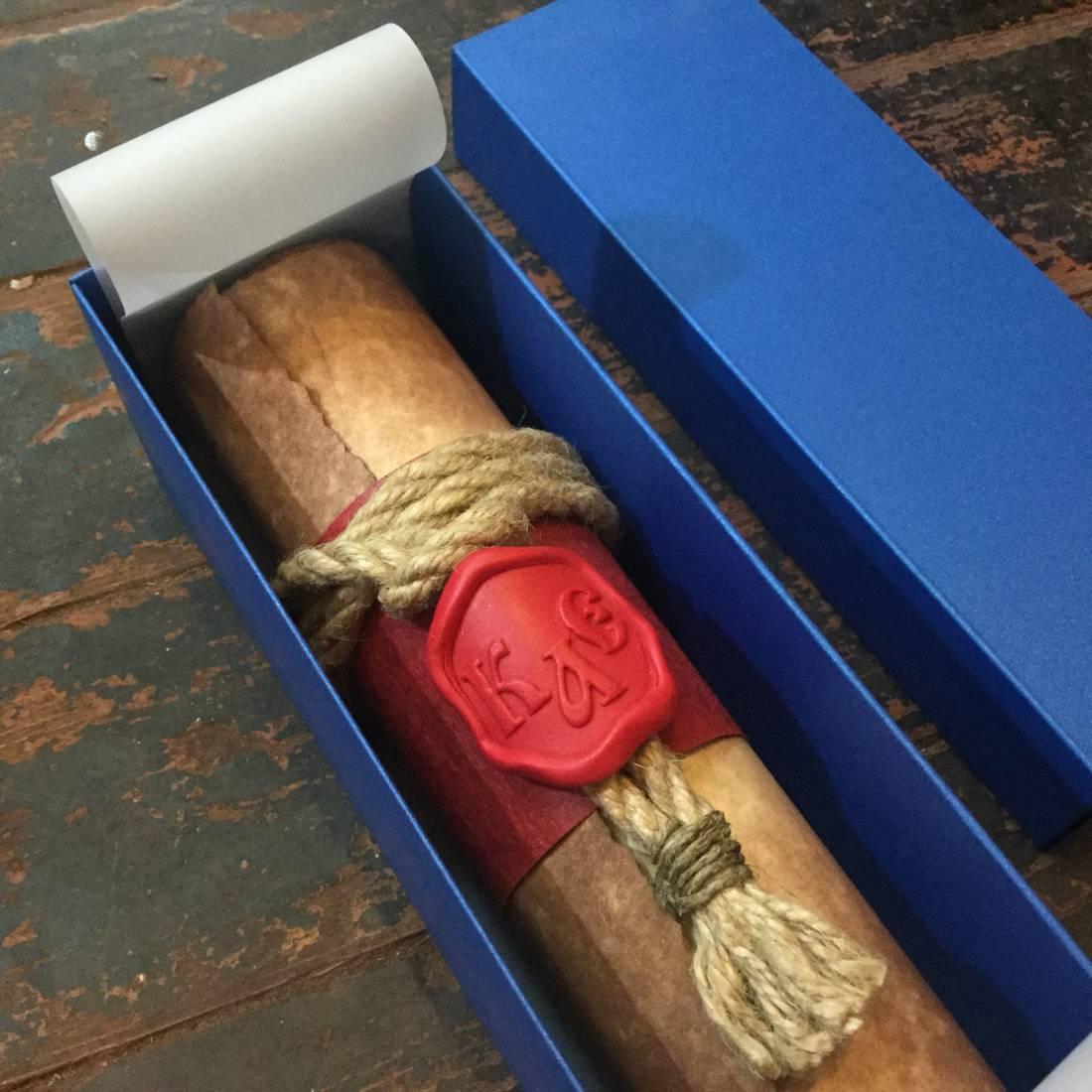Красная печать на обвязке из каната